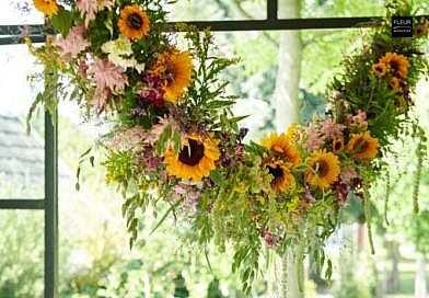 summer garlande guirlande diy do it yourself floral design floral garland flowers summer flower sunflowers sun flowers yellow pink summer designs floral art decoration table decoration garden home plants floral info floral news inspiration tips and tricks step by step instruction florist magazine Fleur Creatif read floral books